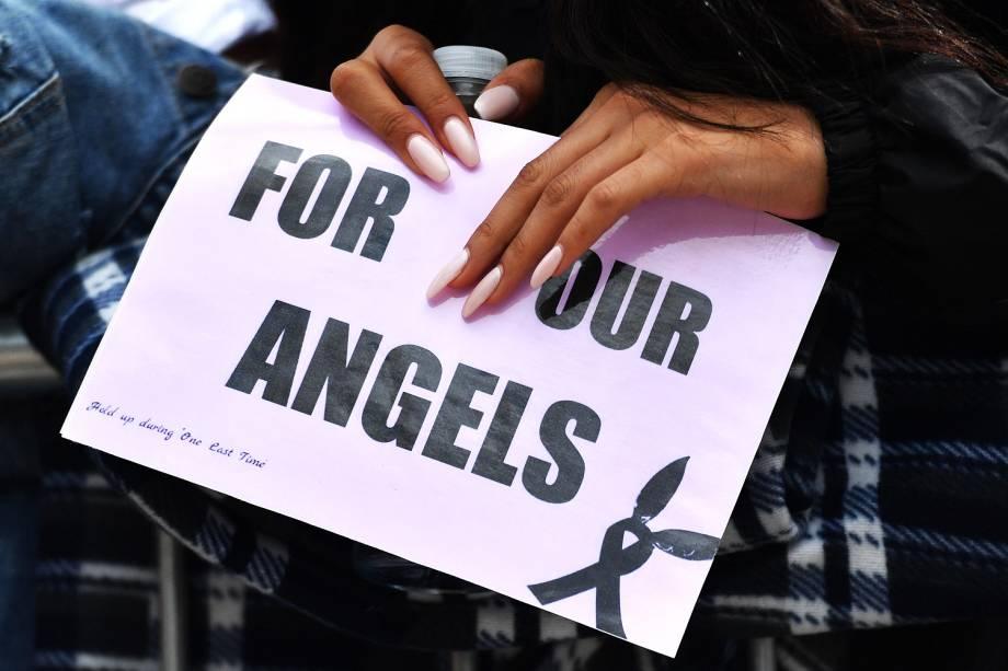 Fãs fazem fila para show de Ariana Grande em tributo  as vítimas do ataque em Manchester - 04/06/2017