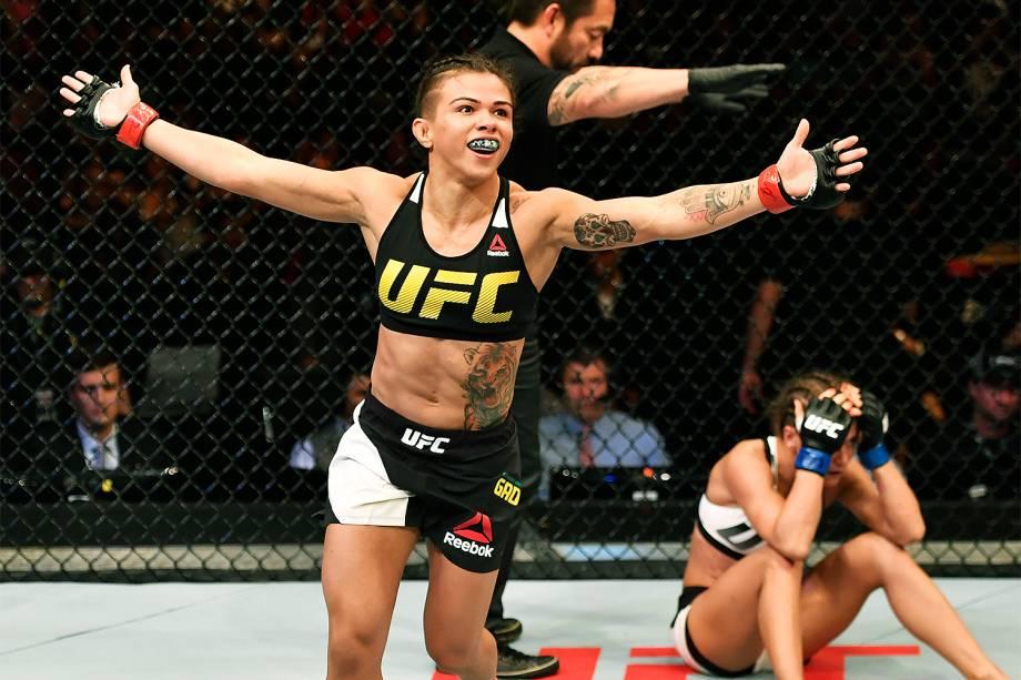 A brasileira Cláudia Gadelha vence  Karolina Kowalkiewicz no UFC 212, realizado na Jeunesse Arena, em Jacarepaguá, na zona oeste da cidade - 04/06/2017