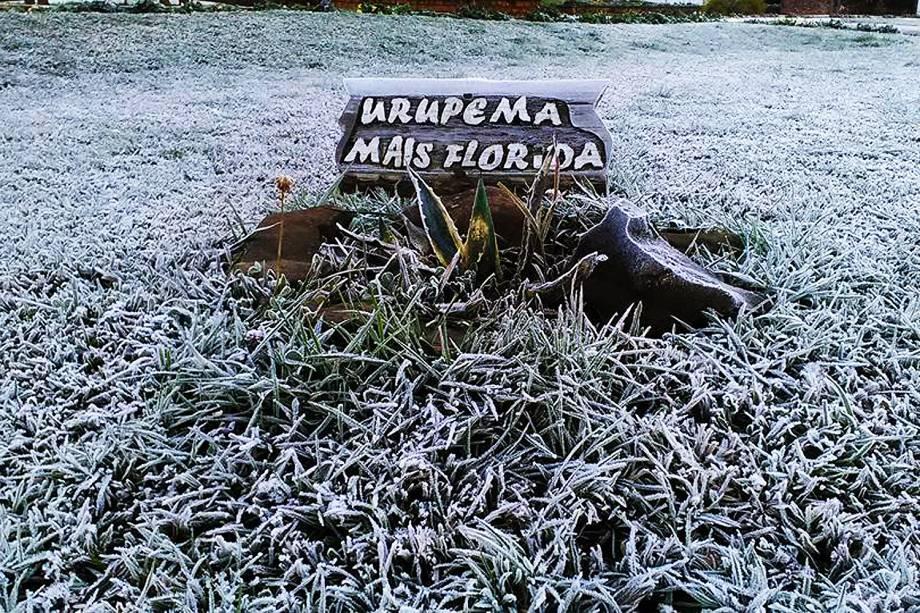 A temperatura em Urupema (SC) foi mais amena e fez -4,3°C, quinto dia seguido de temperaturas negativas.  Agora o frio começa a perder um pouco a intensidade e o sol começa a aparecer - 21/07/2017