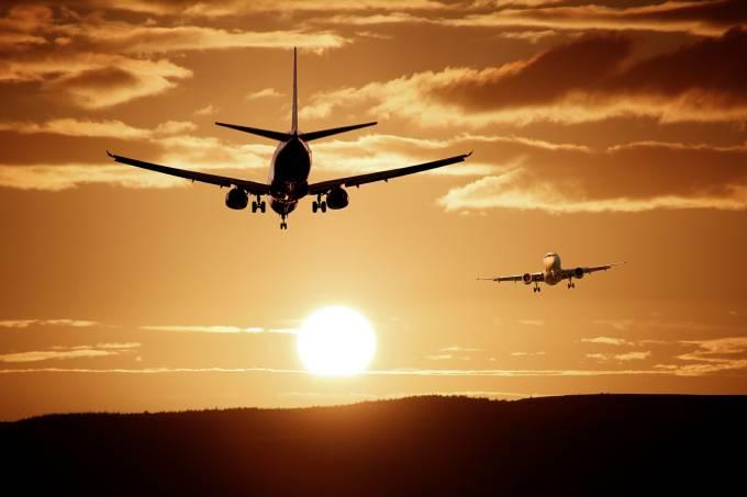 aircraft-513641_1920