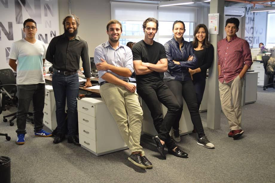 Alexandre Lafer Frankel (ao centro, de preto) e a equipe da VitaStay