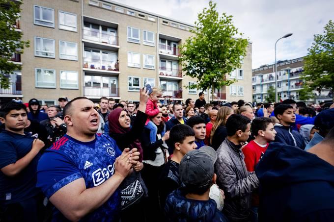 Torcedores do Ajax, prestam homenagem ao jogador Abdelhak Nouri, em Amsterdã