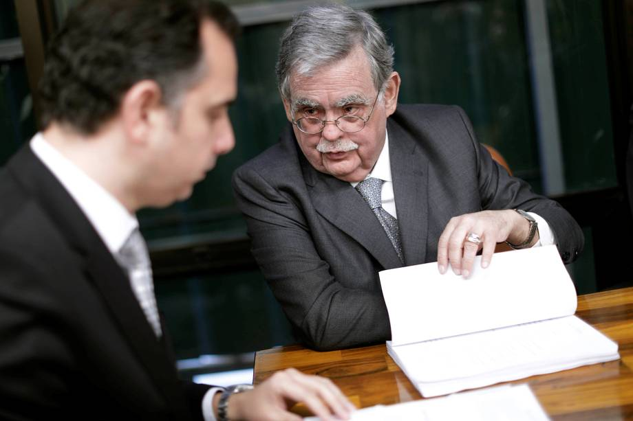 O criminalista Antônio Cláudio Mariz de Oliveira, advogado de Michel Temer entrega defesa na CCJ da Câmara  - 05/07/2017