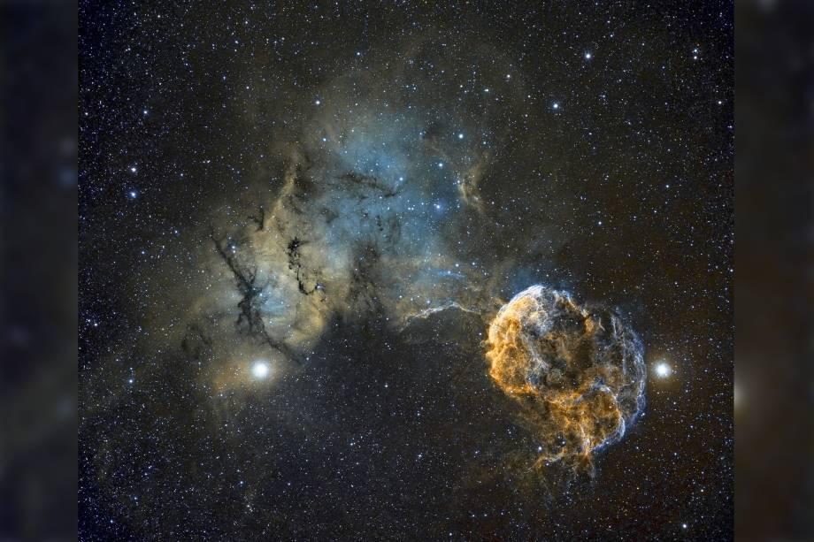 Surpreendente imagem da Nebulosa da Medusa, um remanescente de supernova, estrela que pode ter explodido ha 30.000 anos, localizado na constelação de Gêmeos.