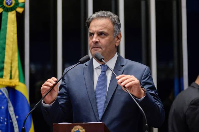 Aécio Neves retorna ao Senado