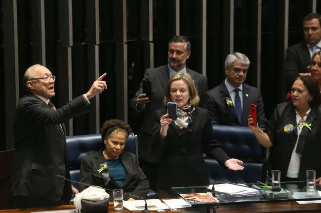 Oposição ocupa mesa diretora do Senado