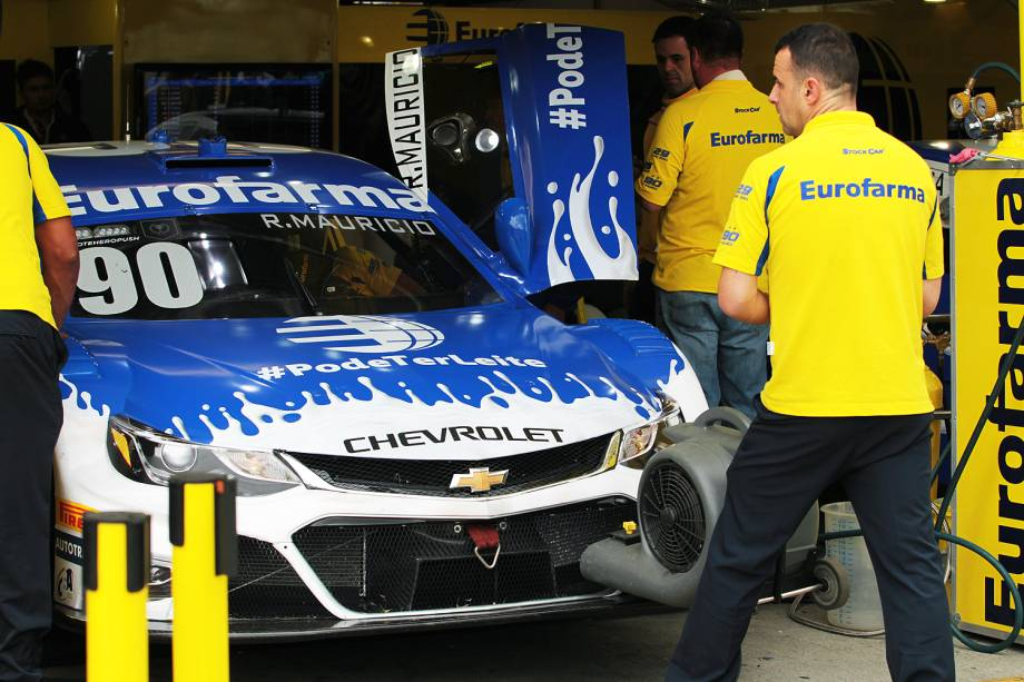 Carro do piloto da stock car Ricardo Maurício durante treino de classificação para etapa de Curitiba (PR)), no autódromo internacional de Pinhais, região metropolitana de Curitiba (PR) -01/07/2017