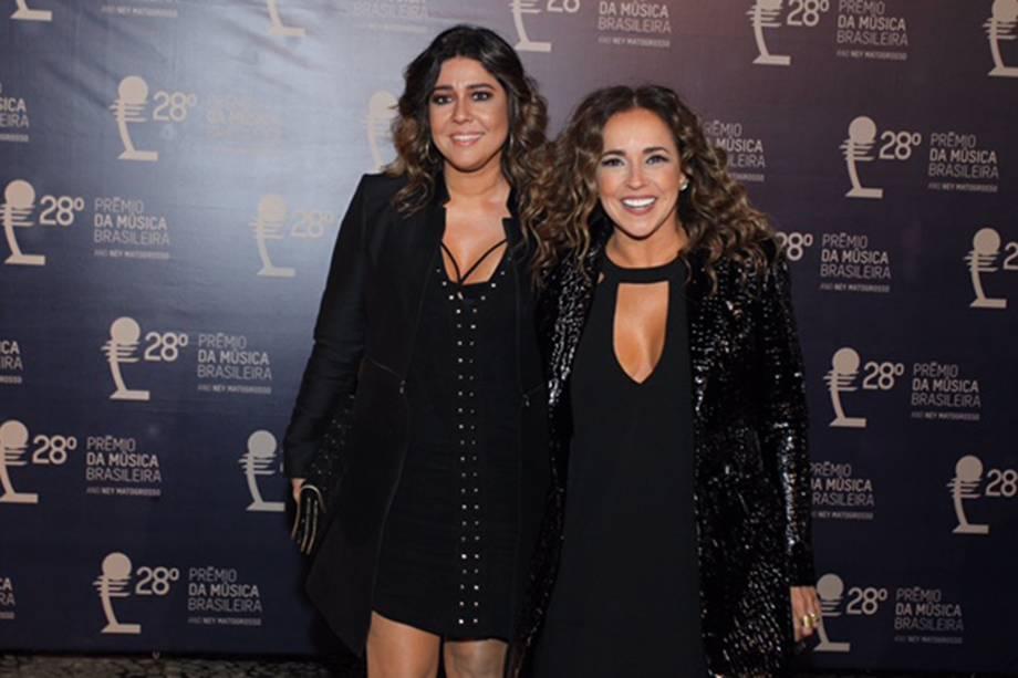 Daniela Mercury e sua esposa Malu Verçosa são fotografadas ao chegarem no 28° Premio de Música Brasileira no Teatro Municipal do Rio de Janeiro
