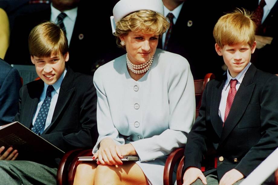 Princesa Diana com os filhos (1995)