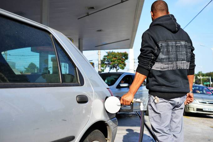 Combustível, posto, gasolina, etanol, disel, shell, ipiranga, preço, abastecer, abastecimento, bomba gasolina