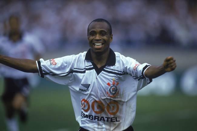 Edílson, do Corinthians, no jogo contra o Cruzeiro, pelo Campeonato Brasileiro de 1998