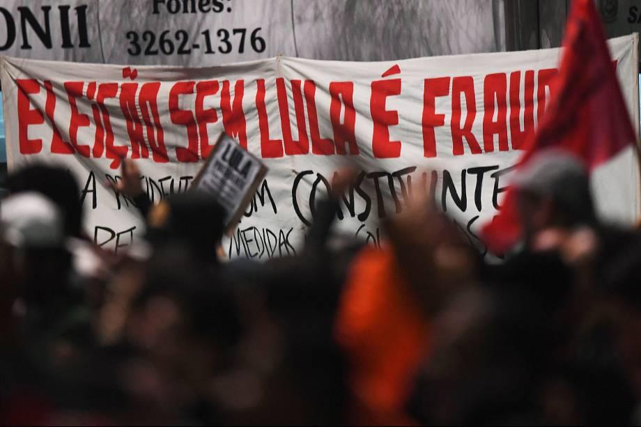 Protesto em apoio ao ex presidente Luiz Inácio Lula da Silva e pela Democracia, na Avenida Paulista, em São Paulo (SP) - 20/07/2017
