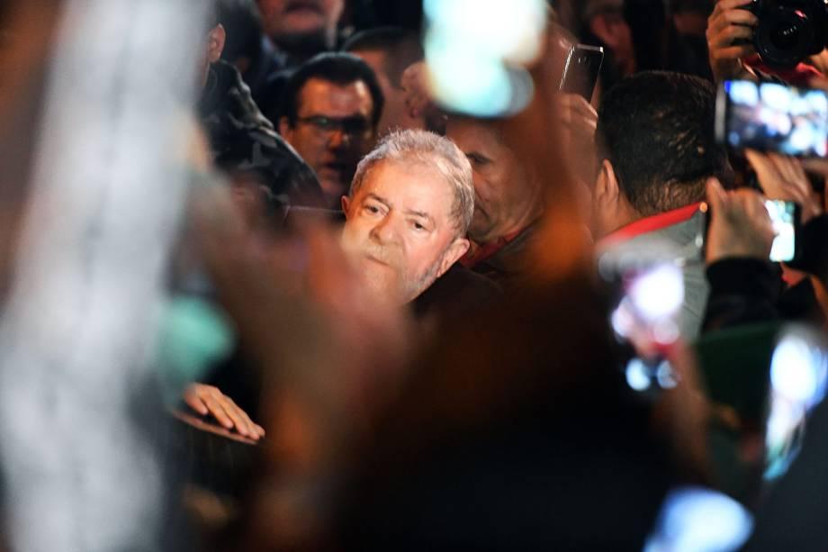 O ex presidente Luiz Inácio Lula da Silva durante protesto pela Democracia, na Avenida Paulista, em São Paulo (SP) - 20/07/2017