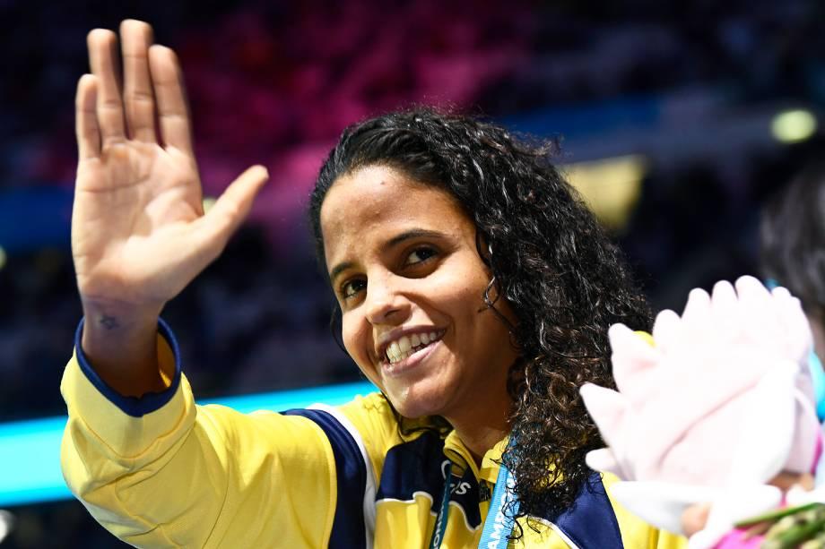 A pernambucana Etiene Medeiros ganha a medalha de ouro na prova dos 50 m costas no Mundial de esportes aquáticos de Budapeste, na Hungria - 27/07/2017