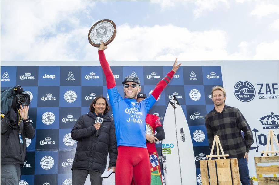 Filipe Toledo conquista título inédito para os brasileiros ao se tornar campeão da etapa do mundial de surfe em Jeffreys Bay, na África do Sul