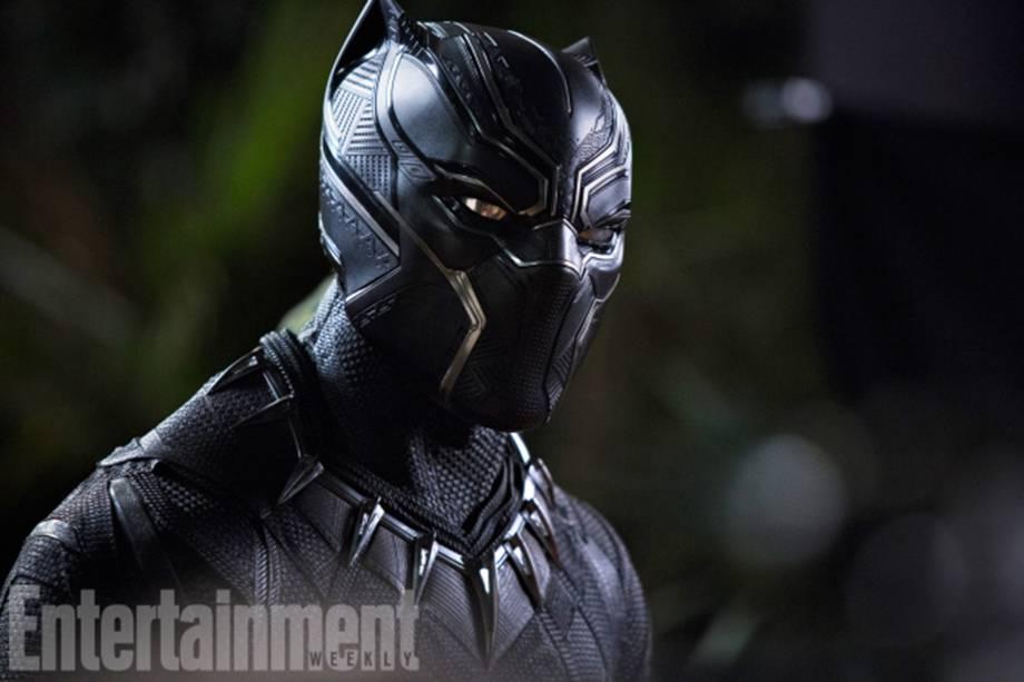 Chadwick Boseman volta ao papel de T'Challa/Pantera Negra, coroado rei de Wakanda após os eventos de 'Capitão América: Guerra Civil'