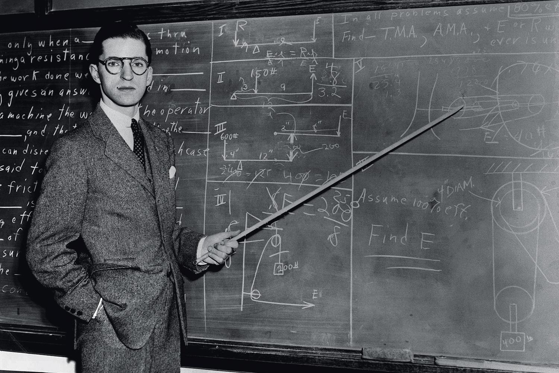 FRED HOYLE (1915-2001), astrofísico inglês que, ao lado do colega americano William Fowler (1911-1995), descobriu como um conjunto de elementos químicos é formado no interior de estrelas