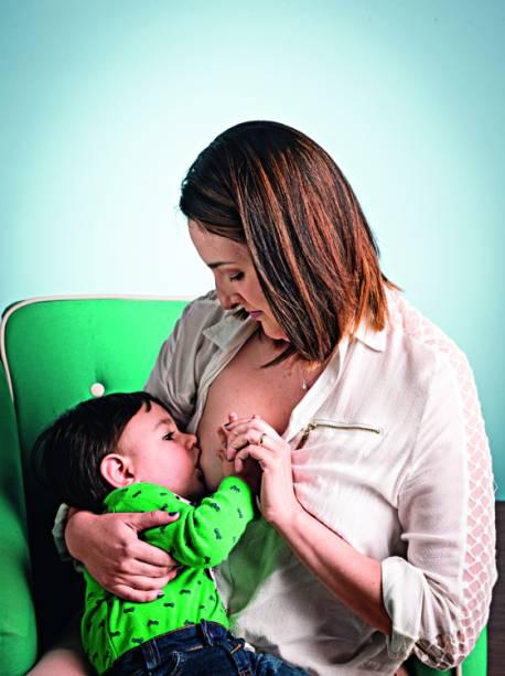 """Helenira de Morais,31 anos, mãe de Arthur, 1 ano: """"Já fui hostilizada por alimentar meu filho dentro de uma loja"""""""