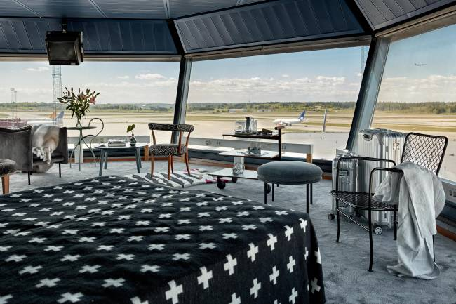 torre de controle é transformada em apartamento na Suécia
