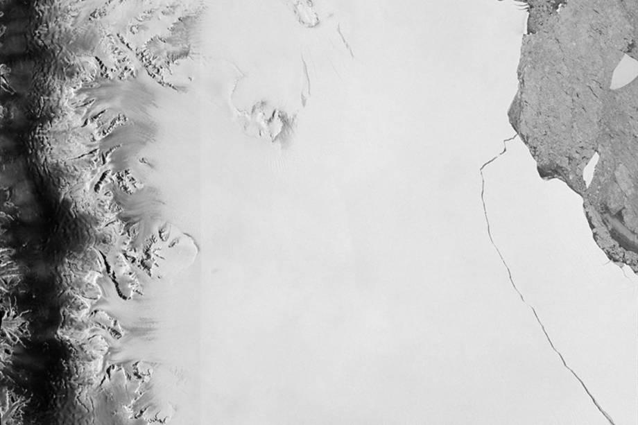 Placa de gelo Larsen C, que estava prestes a se romper, é um dos maiores Ice Bergs do mundo e se soltou da placa de gelo original - 12/07/2017