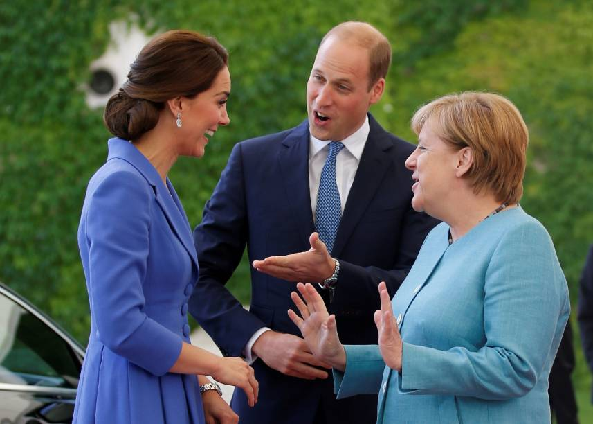 A chanceler alemã, Angela Merkel, recebe o príncipe William e sua mulher, Kate Middleton, na Chancelaria em Berlim - 19/07/2017