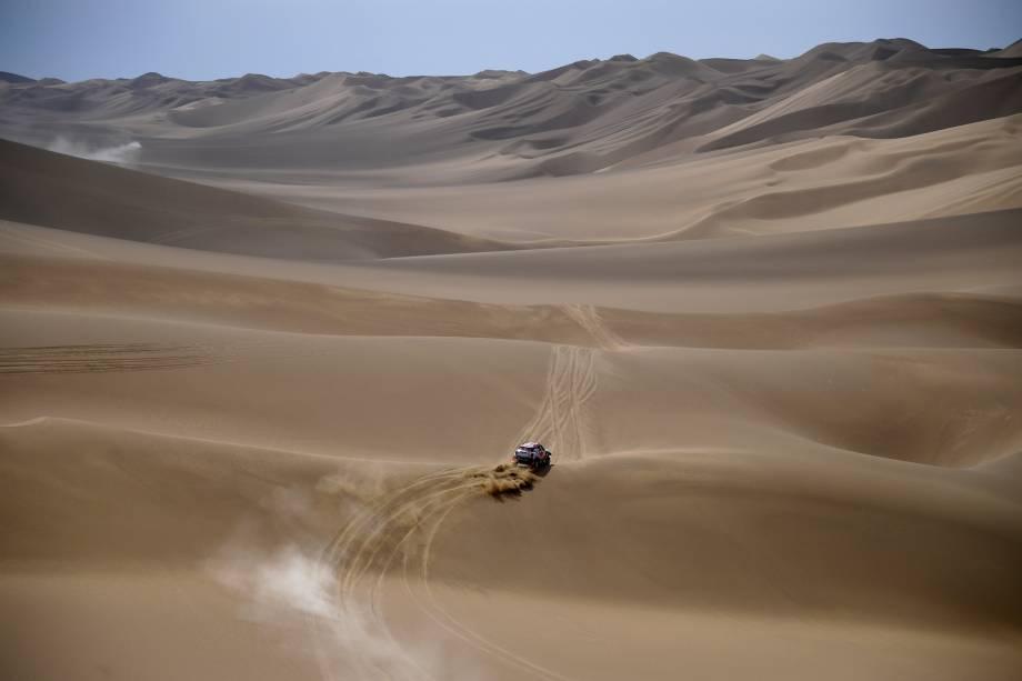 "<span class=""s1"">Os pilotos americanos Bryce Menzies e Peter Mortensen percorrem rota entre as cidades de Urumqi e Hami, na China, durante etapa do Rally Rota da Seda</span>- 17/07/2017"