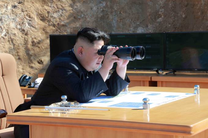 Kim Jong Un acompanha teste com míssil na Coreia do Norte