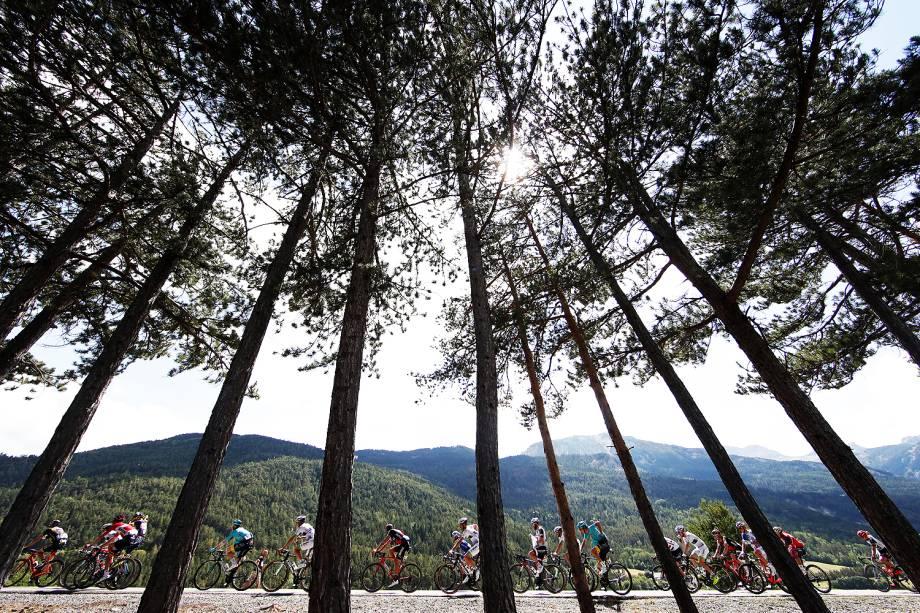Competidores durante etapa da 104ª edição do Tour de France, entre Briancon e Izoard, na França - 20/07/2017