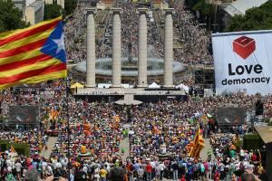 Pessoas se juntam em praça no centro de Barcelona para manifestar intenção separatista da Catalunha, na Espanha