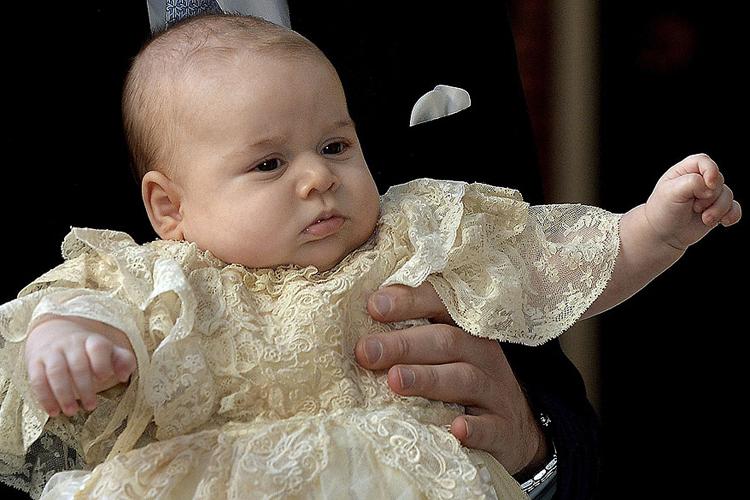 Príncipe George, aos três meses, na Capela Real no Palácio de St. James, em Londres para seu batizado, em 2013