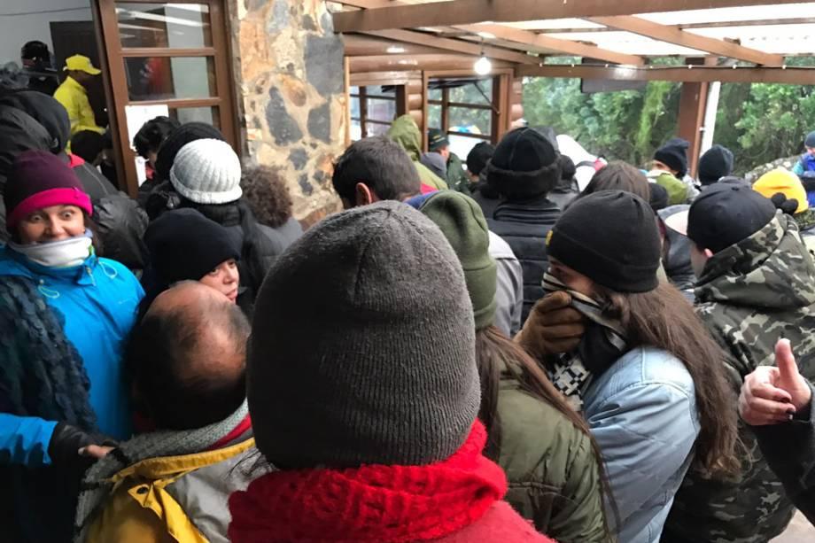 Mesmo sem neve,  número de visitantes é alto nesta segunda-feira (3) na região do Pico das Agulhas Negras