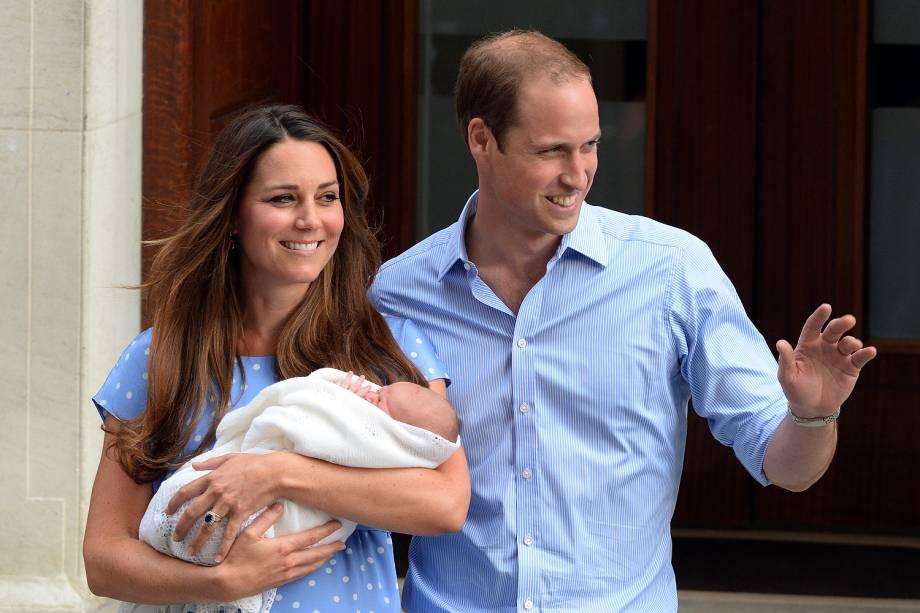 Kate Middleton deixa hospital com o marido, o príncipe William - 23/07/2013