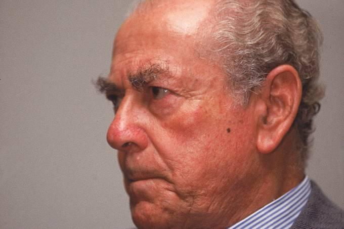 Leonel Brizola, durante a formalização do bloco parlamentar de oposição, formado pelo PDT, PT e PC do B, no Congresso Nacional, em 1997