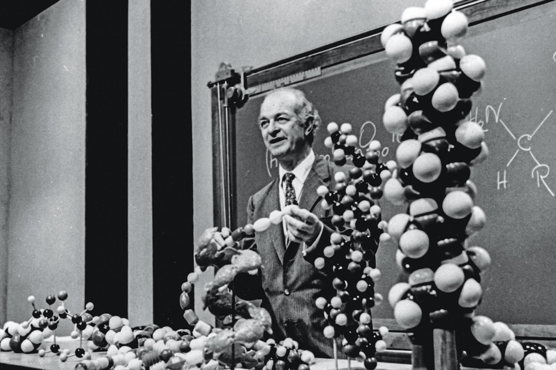 LINUS PAULING (1901-1994), químico americano vencedor de dois Nobel: em sua área, em 1954, pelo trabalho sobre ligações de partículas; e o da Paz, em 1962, pelo ativismo contra testes nucleares
