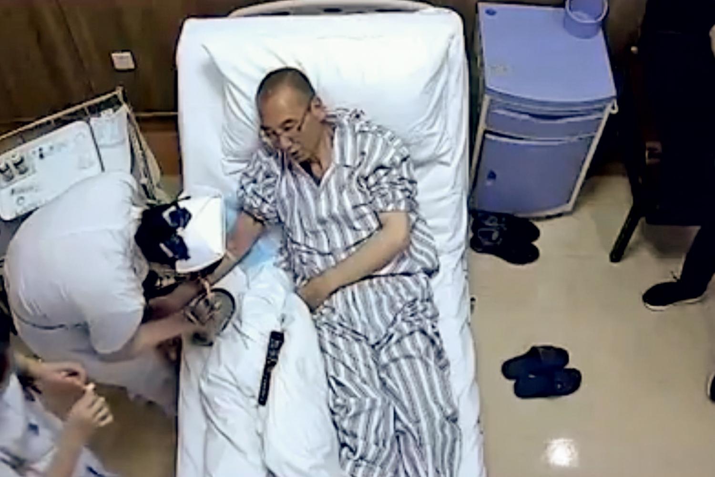 NOBEL PRESO - Liu Xiaobo recebe tratamento contra câncer, em vídeo divulgado pelo governo chinês na semana passada