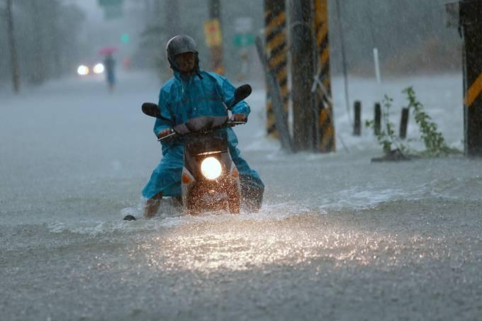 Tufão Nesat atinge Taiwan