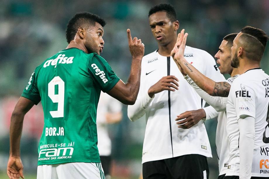 Borja, do Palmeiras, discute com jogadores do Corinthians