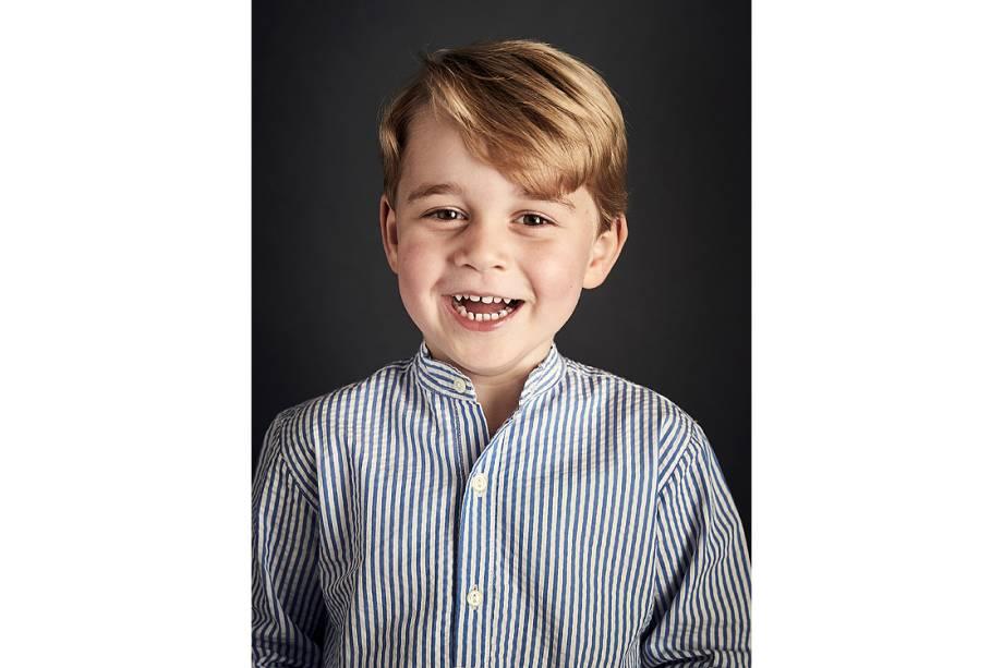 Príncipe George faz 4 aninhos e família real divulga foto oficial - 22/07/2017