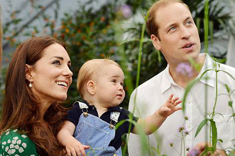 Príncipe George, William e Kate no Museu de História Natural, em Londres, em 2014