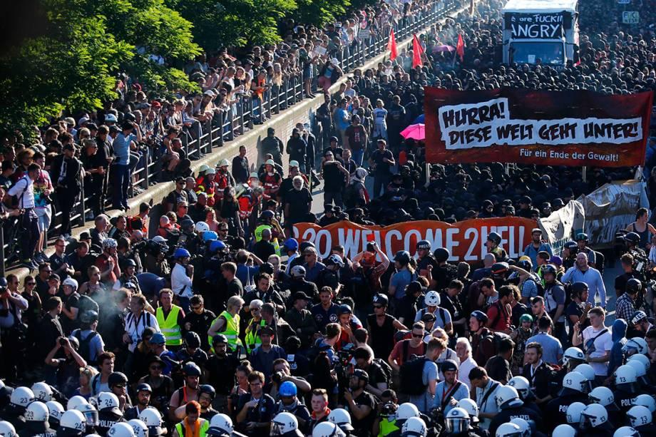 Manifestantes protestam contra conferência do G20, em Hamburgo, norte da Alemanha - 06/07/2017