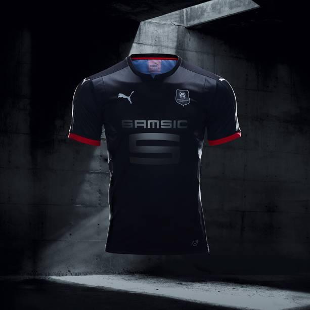 Puma lança série de 23 camisas pretas de times, denominadas Step Out
