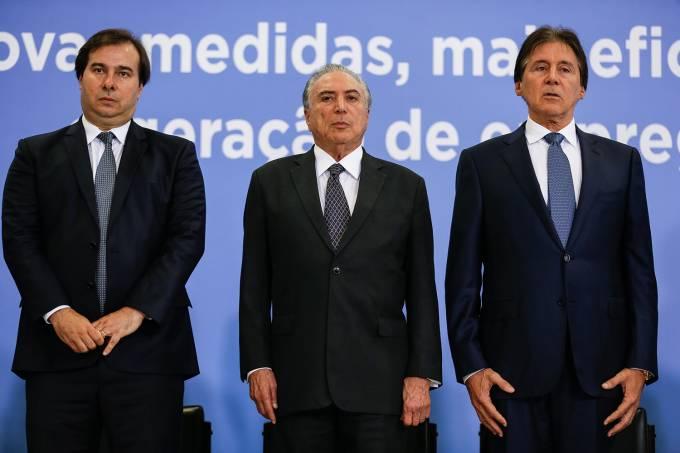 O Presidente da Câmara dos Deputados, deputado Rodrigo Maia, presidente Michel Temer, e o Presidente do Senado Federal, senador Eunício Oliveira.