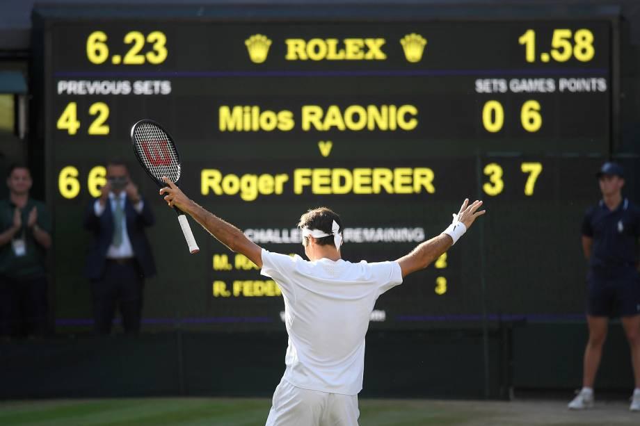 O suíço Roger Federer vence o canadense Milos Raonic, nas quartas de final de Wimbledon - 12/07/2017