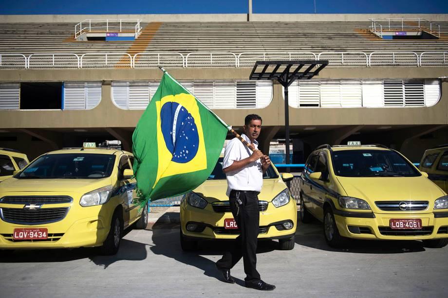O Sindicato dos Taxistas Autônomos organizou o protesto contra a regulamentação dos aplicativos de carona remunerada na capital carioca - 27/07/2017