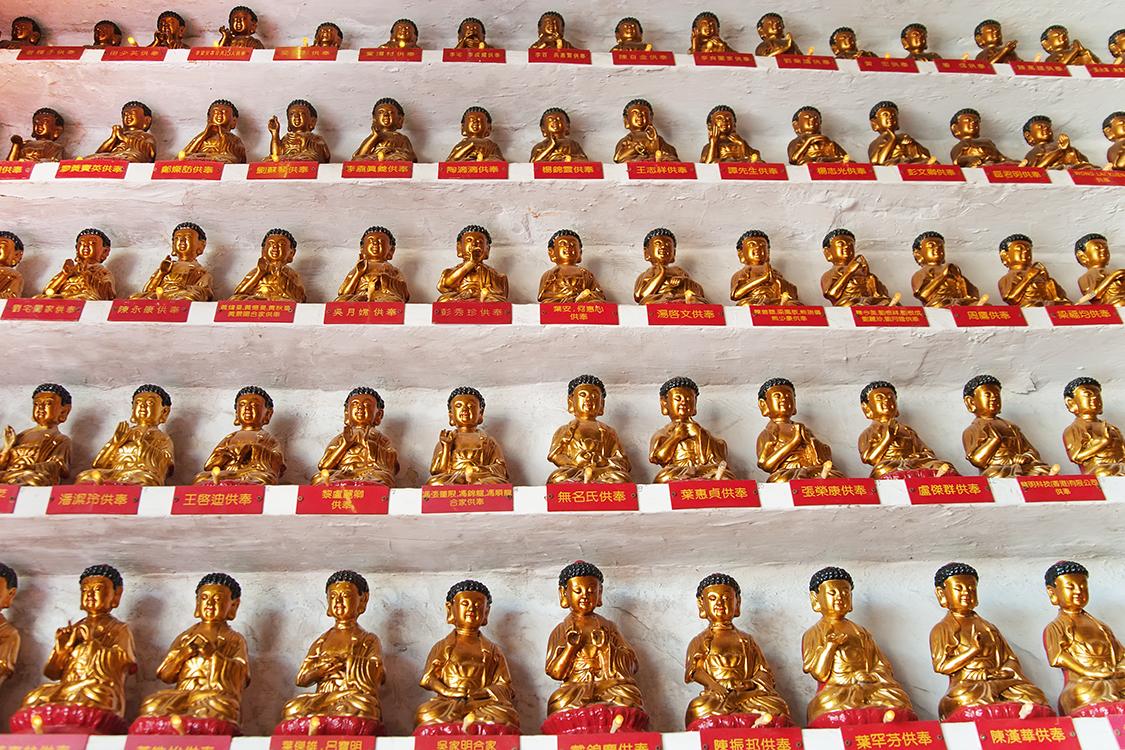 Estátuas do Templo dos Dez Mil Budas, em Hong Kong