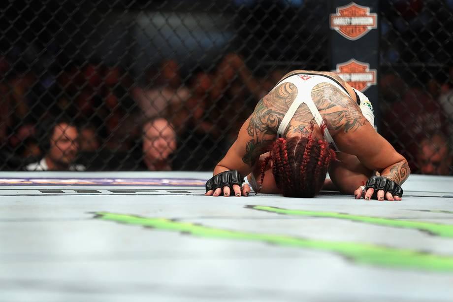 Cris Cyborg vence Tonya Evinger no UFC 214 em Anaheim (EUA) - 29/07/2017