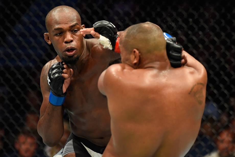 Jon Jones e Daniel Cormier no UFC 214 em Anaheim (EUA) - 29/07/2017