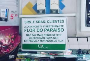 Placa de restaurante da Zona Sul de São Paulo, já removida, vetava comida a moradores de rua
