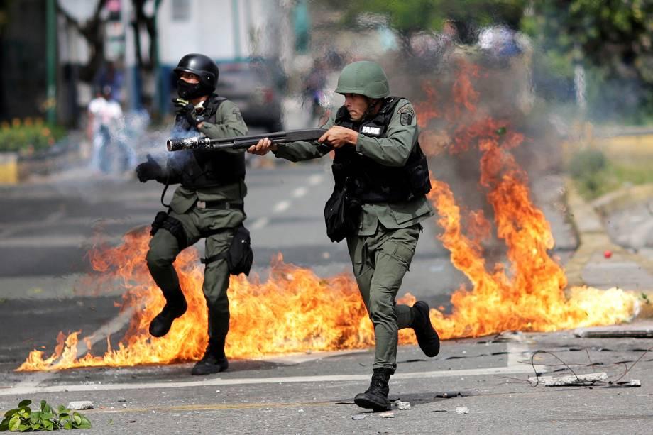 Segundo dia da greve geral contra o presidente Nicolás Maduro em Caracas, convocada pela oposição venezuelana, corem da forca de segurança - 27/07/2017