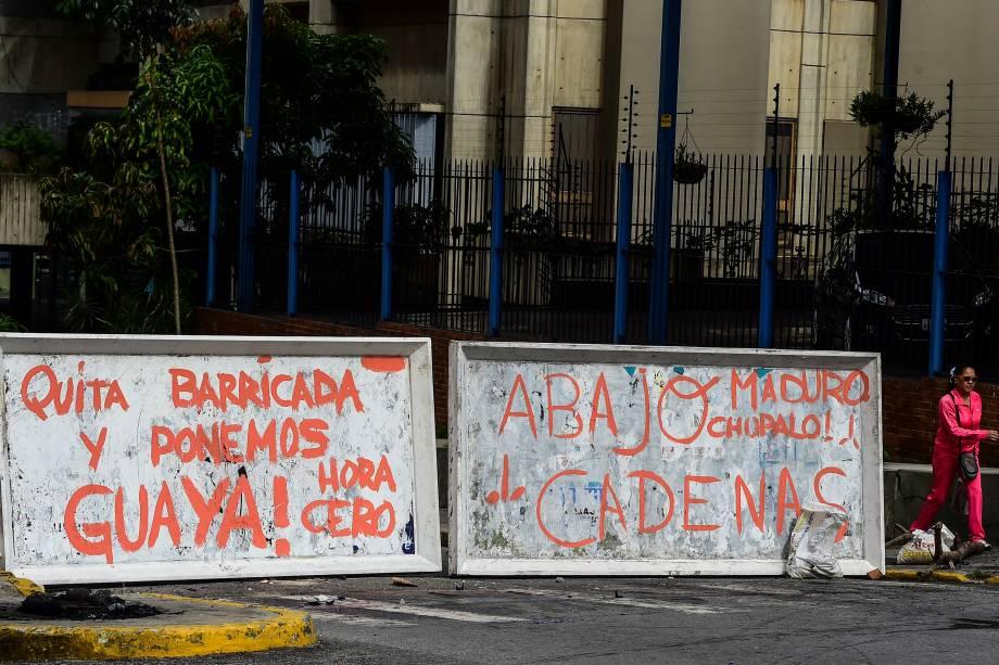 Barricadas bloqueiam as ruas de Caracas durante o segundo dia de greve geral contra Nicolás Maduro. Três manifestantes foram mortos nas primeiras 24 horas da paralização em um confronto intensivo com a polícia venezuelana - 27/07/2017